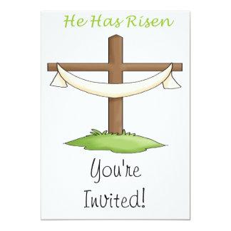 Él tiene cruz subida invitación 12,7 x 17,8 cm