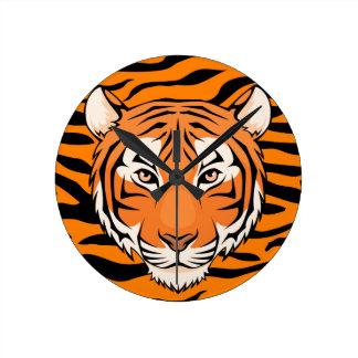 ¡El tigre rayó el reloj - su ojo del tiempo del