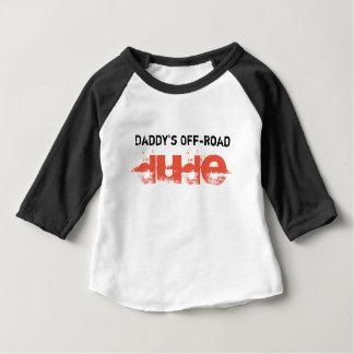 El tipo campo a través del papá camiseta de bebé