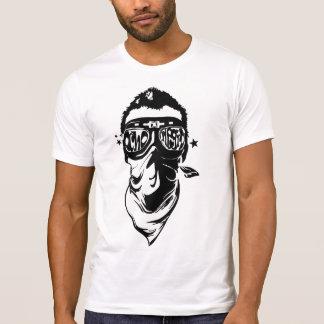 El tipo del pañuelo camiseta