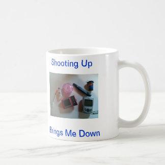 El tirar para arriba me trae abajo de mordeduras d taza básica blanca