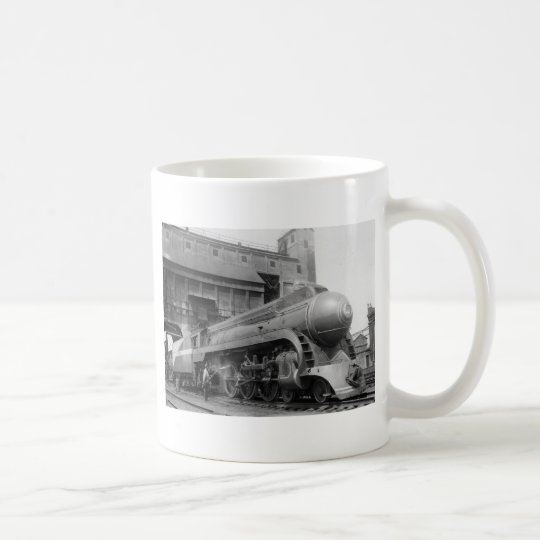El tomar en el carbón taza de café