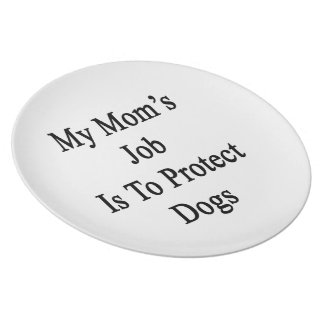 El trabajo de mi mamá es proteger perros platos para fiestas