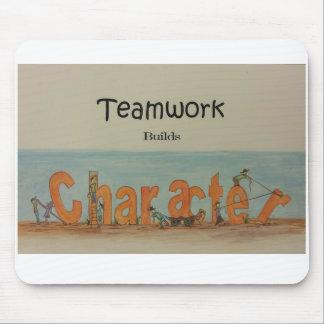 El trabajo en equipo construye el carácter alfombrilla de ratones