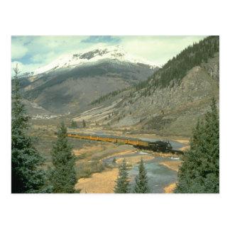 El tren está cruzando el río de los Animas después Postal