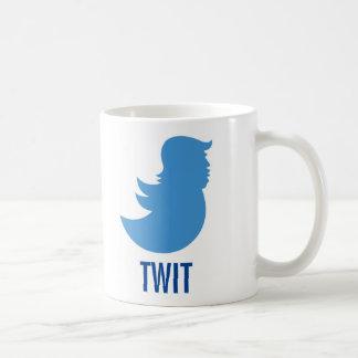"El triunfo chupa la taza de café: ""TWIT """