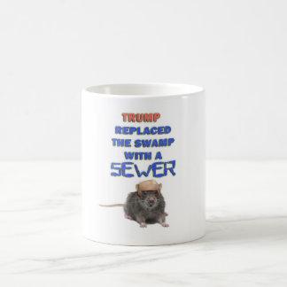 El triunfo substituyó el pantano por una camiseta taza de café