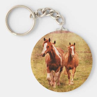 El trotar de los caballos llavero redondo tipo chapa