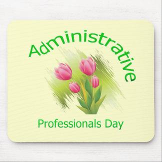 El tulipán florece día administrativo de los profe alfombrilla de ratón