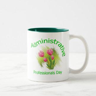 El tulipán florece día administrativo de los profe tazas