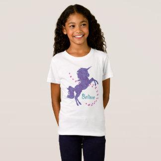 El unicornio cree falso efecto rosado púrpura del camiseta