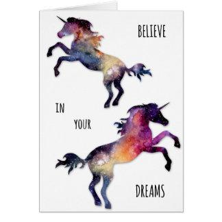 El unicornio soña la tarjeta de felicitación en