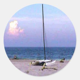 El velero 2004 estaría navegando bastante jGibney Pegatina Redonda