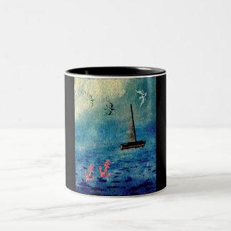 El velero del océano ancla el azul en la taza