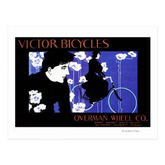 El vencedor monta en bicicleta el poster del promo postal