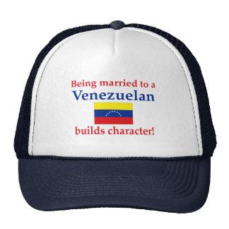 El venezolano construye el carácter gorros