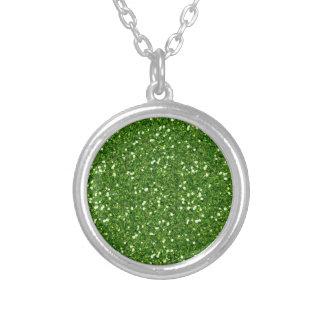 El verde brilla collar