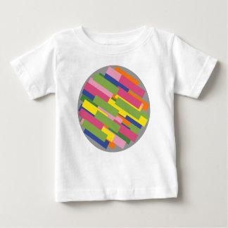 el verdor circunda camiseta de bebé