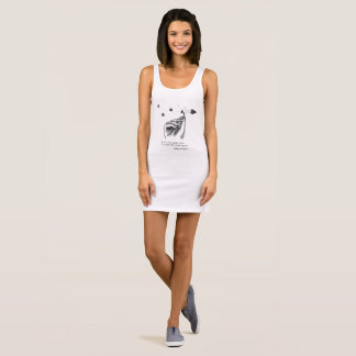 el vestido blanco y negro de las camisetas sin
