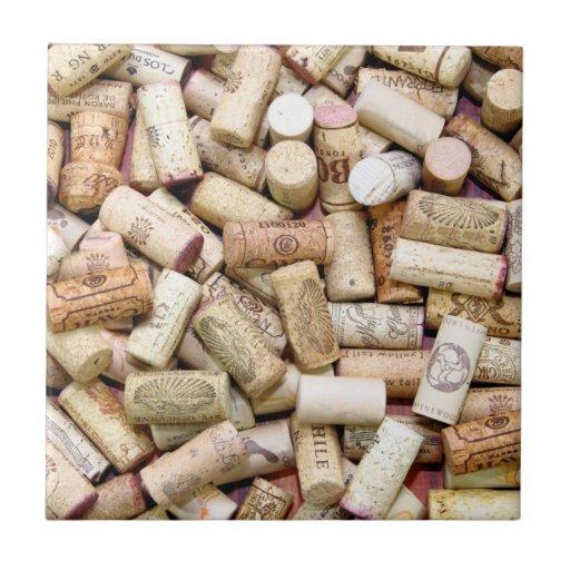 El vino tapa la teja con corcho