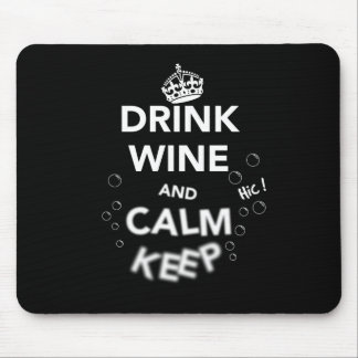 El vino y la calma de la bebida guardan (el alfombrilla de ratón
