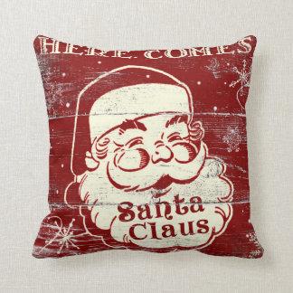 El vintage retro aquí viene almohada de Papá Noel