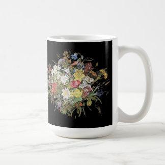 El Wildflower de las montañas florece la taza