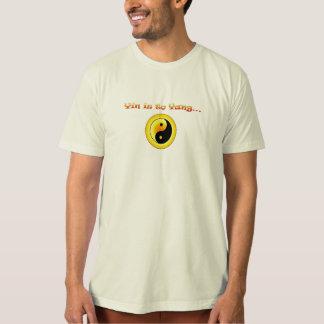 el yin está a yang camiseta