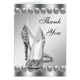 El zapato de plata elegante del tacón alto le tarjeta pequeña