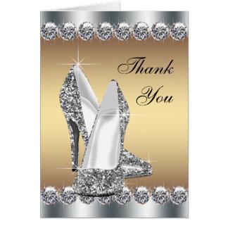 El zapato elegante del tacón alto del oro le tarjeta pequeña