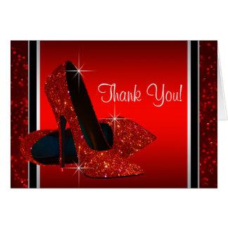 El zapato rojo del tacón alto le agradece tarjeta pequeña