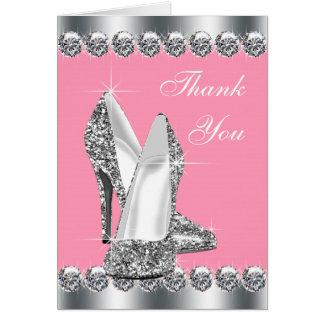 El zapato rosado elegante del tacón alto le tarjeta pequeña