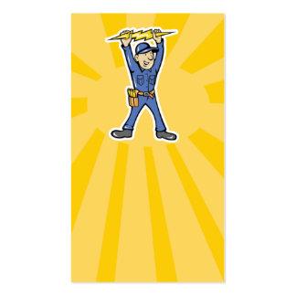 Electricista del dibujo animado que sostiene el tarjetas de visita