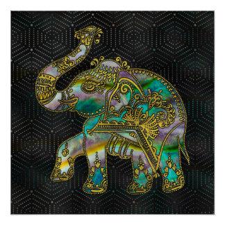 Elefante capítulo oro en la decoración colorida