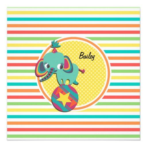 Elefante del circo; Rayas brillantes del arco iris Invitaciones Personalizada