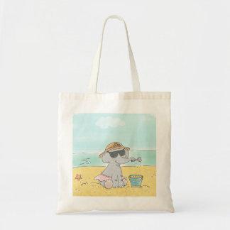 Elefante en la bolsa de asas de la playa