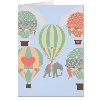Elefante lindo que monta el levantamiento de los tarjeta