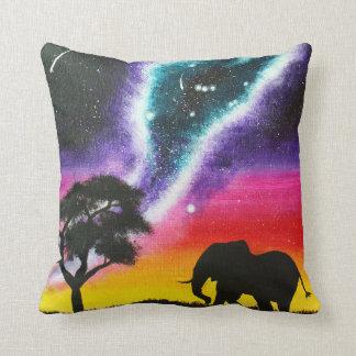 Elefante y vía láctea - almohada de encargo del