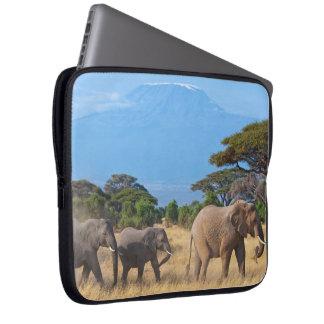 Elefantes del monte Kilimanjaro Funda Para Portátil
