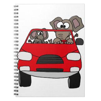 Elefantes divertidos en coche rojo libretas espirales