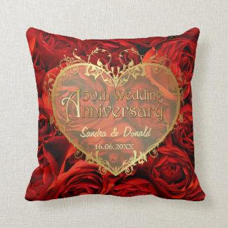 Elegancia del rosa rojo - 50.o aniversario de boda cojín decorativo