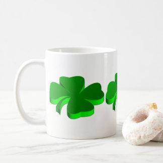 Elegante divertido del verde del modelo del trébol taza de café