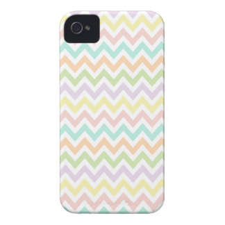 Elegante geometría de chevrón en multicolor iPhone 4 carcasas