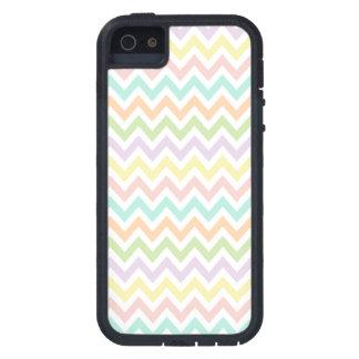 Elegante geometría de chevrón en multicolor iPhone 5 carcasas