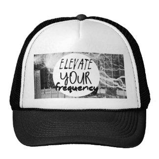 Eleve su frecuencia gorras
