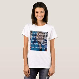 Elizabeth w sin embargo ella persistió camiseta