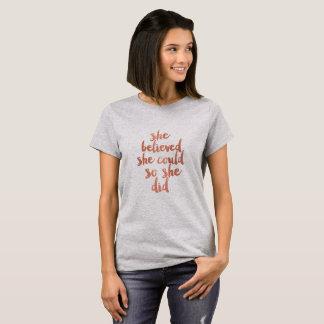Ella creyó que ella podría - camiseta