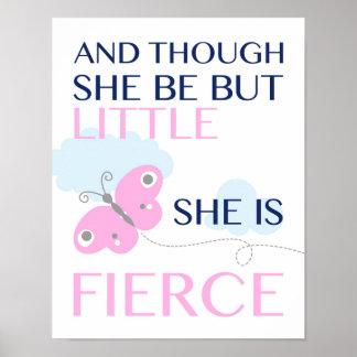 Ella es - mariposa rosada - poster feroz póster