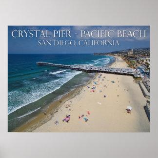 Embarcadero cristalino, playa pacífica póster