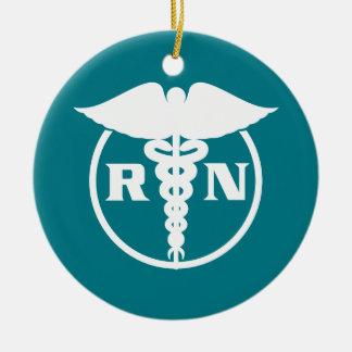 Emblema de la enfermera registradoa adorno navideño redondo de cerámica